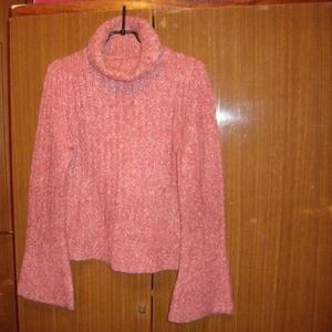 Продам тёплый свитер розового цвета