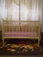 Продам детскую кроватку с матрасиком.